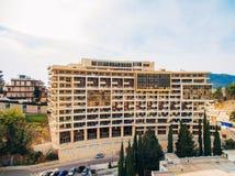 Casa multipiana sul mare Architettura montenegrina Es reale Immagine Stock