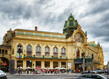 Casa municipal no quadrado da república em Praga Fotos de Stock