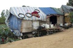Casa muy pobre de la condición en los tugurios Fotos de archivo libres de regalías