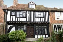 Casa muy vieja del tudor imagen de archivo libre de regalías
