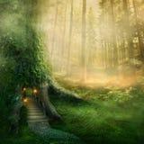 Casa na árvore da fantasia imagens de stock