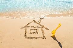 Casa na areia Imagens de Stock Royalty Free