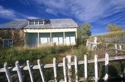 Casa na estrada nacional a Taos, nanômetro de Adobe fotografia de stock royalty free