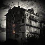 A casa na extremidade da estrada imagens de stock royalty free