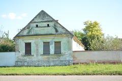 Casa na extremidade da estrada Foto de Stock Royalty Free