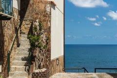 A casa na opinião do mar Foto de Stock