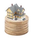 Casa na pilha de euro- moedas Fotografia de Stock Royalty Free