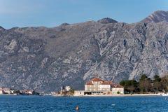 Casa na praia do mar de adriático imagens de stock royalty free