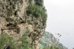 A casa na rocha Fotos de Stock