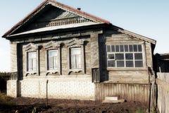 Casa na vila do russo Imagem de Stock