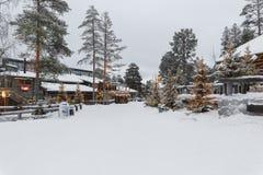 Casa na vila no inverno Imagens de Stock Royalty Free