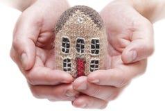 Casa nas mãos humanas Imagens de Stock Royalty Free