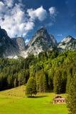 Casa nas montanhas Fotos de Stock Royalty Free