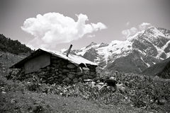 Casa nas montanhas fotos de stock
