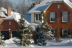 Casa nevado Fotos de Stock Royalty Free