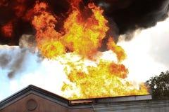 Casa no fogo Imagens de Stock Royalty Free
