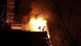 Casa no fogo Conflagração do inferno video estoque