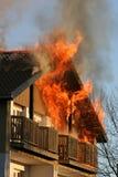 Casa no incêndio Foto de Stock Royalty Free