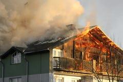 Casa no incêndio Imagem de Stock