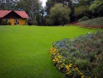 Casa no jardim Fotografia de Stock