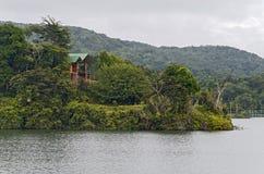 Casa no lago Carite, Porto Rico Foto de Stock