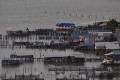 Casa no lago, Koh Yo Island, Songkhla, Tailândia Fotos de Stock