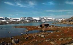 Casa no lago norueguês Fotos de Stock Royalty Free