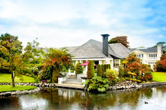Casa no outono Imagens de Stock Royalty Free