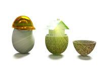 A casa no ovo e o ovo no capacete 3d da construção rendem Fotos de Stock Royalty Free