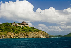 Casa no penhasco do oceano Foto de Stock
