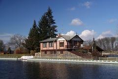 Casa no rio Fotografia de Stock