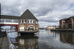Casa no rio Irwell Imagens de Stock Royalty Free