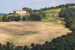 Casa nos montes de Tuscan Fotografia de Stock Royalty Free