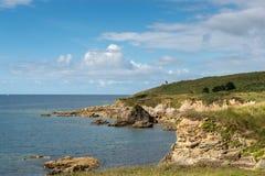 Casa nos penhascos, baía de Le Loc'h (França) Imagem de Stock Royalty Free