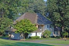 Casa nos subúrbios Imagem de Stock Royalty Free