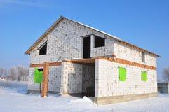 A casa nova de construção do branco esterilizou o bloco de cimento ventilado Imagem de Stock Royalty Free