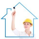 A casa nova do desenho do arquiteto da mulher de negócio com escova de pintura é Foto de Stock Royalty Free