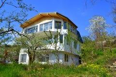 Casa nova na natureza da mola Imagem de Stock