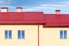 Casa nuova contro cielo blu Fotografia Stock