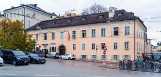 A casa onde o compositor Mozart viveu, Salzburg, Áustria imagem de stock royalty free