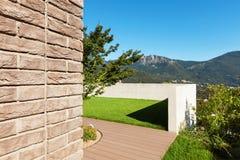 Casa, opinião do jardim Fotos de Stock