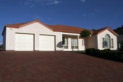 Casa ordenadamente apresentada do único andar Imagem de Stock Royalty Free