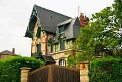Casa original en Livarot, Francia del estilo normando fotografía de archivo