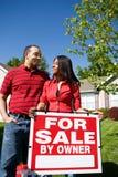Casa: Os proprietários querem vender em casa Imagens de Stock Royalty Free