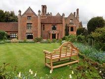 Casa padronale di Chenies, un monumento nazionale di Tudor Grade I, nella primavera fotografia stock
