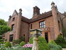 Casa padronale di Chenies, un monumento nazionale di Tudor Grade I, nella primavera immagini stock