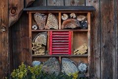 Casa para insetos - hotel do inseto imagens de stock