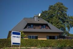 Casa para la venta Imagenes de archivo