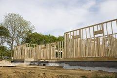 Casa parzialmente incorniciata ad un cantiere Fotografie Stock