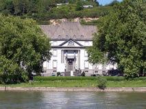 Casa pelo rio Foto de Stock